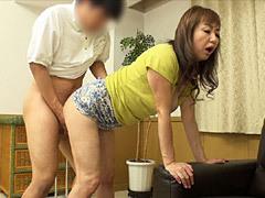 山本麗子 マッサージされて痴女と化した五十路おばさんが甘い声で悶える全開SEXで中出し!