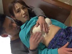 隅田涼子 もんぺ姿が似合う田舎に住むスレンダー貧乳の五十路おばさんをナンパ!