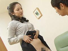 黒崎潤 自分の息子を性処理道具としてフェラや交尾で欲望を満たす痴女と化した美母!