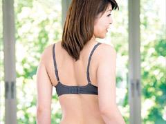 桧山みさき 肌の綺麗な四十路の貧乳熟女が初撮りセックスで中出し!