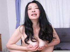 佐伯華枝 オナニーでは満たされない五十路の巨乳未亡人が男を招いてパイズリ&SEX!