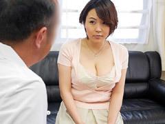性に悩む人妻に対し「奥さん巨乳ですよね?」そう言って治療と偽りセクハラする悪徳医師!
