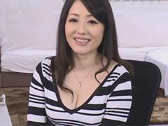 松山愛 巨乳が魅力のアラフォー妻が初撮りSEXでフェラや3Pプレイに溺れる!