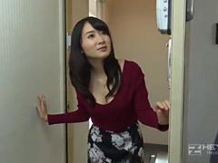 葵千恵 巨乳が堪らない美魔女の女教師が家庭訪問し、息子の父親に迫って中出し!