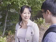 中本美香 「女として母さんが好きだ」息子の告白でぽっちゃり巨乳母と一線を超える!