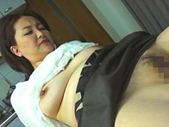 中嶋礼子 隣人の息子さんを刺激する卑猥で無防備な五十路おばさんの爆乳!
