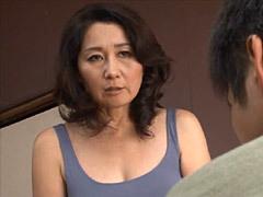 榊みほ 「オナニー手伝ってあげようか?」ノーブラ巨乳母の手コキやフェラが中出しSEXに発展!