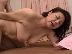 富岡亜澄 還暦を迎えた豊満爆乳の継母(後妻)が巨尻を振って義息子を惑わす!