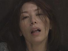 翔田千里 痴女と化した四十路の美乳熟女が野外で見知らぬ男を目で誘いオナニーを披露!