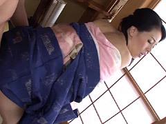 井上綾子 帰省で和服姿の貧乳母にオンナの色気を感じてしまった息子!