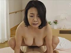 秋吉慶子 ぽっちゃり人妻(還暦)が青年にオメコを突かれて中出しされる初撮り性交!