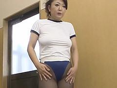 紫彩乃 体育の授業でパンスト&ブルマ姿の巨乳女教師(四十路)に欲情した教え子に顔射される