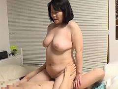 堀池忍 デブ熟専の青年がぽっちゃり巨乳人妻(五十路)をナンパして中出しセックス!