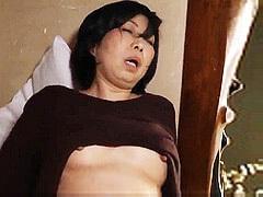 倉田江里子 ぽっちゃりボディの五十路義母が前科を持つ義息子に一発ヤらせる話