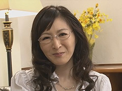 大橋ひとみ 恩師の息子を誘惑するメガネを掛けた四十路の巨乳人妻!