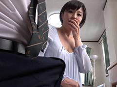 円城ひとみ 五十路に見えない巨乳熟女の家庭教師が教え子にセンズリを手伝い…