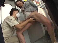 小田原信子 電車内で手マンされて潮吹きを味わう五十路マダムがオンナを取り戻す!