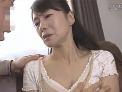 麻生まり 五十路の友母が息子の友達にマジ告白されて濃厚なベロチューに発展!