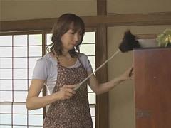 新川千尋 四十路のスレンダー母と息子の背徳行為!