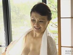 榎本美月 還暦おばさんが初撮りセックスで中出しを欲しがる!