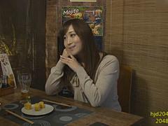 川上ゆう 「おばさんを酔わせてどうするの?」居酒屋で一人飲みしている美熟女をナンパ!