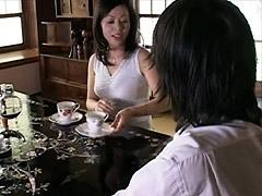 柿本真緒 古い蔵の中で息子と交わる巨乳母