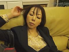 椿夏海 魔性のアラフォー叔母に欲情して迫る甥!