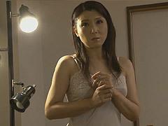 村上静香 48歳の美母が不可抗力で息子の勃起チ〇ポを見てしまい、そこから全てが狂った