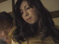 神崎清乃 スレンダーボディの美しい友母に心を奪われる青年