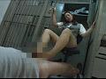 銀行カウンターOLの臭そうな足のサムネイル画像2