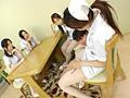 美脚ナース達による白ストッキング脚責めのサムネイル画像3