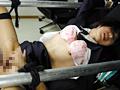 電マで制服上からヤラれる婦警の角田幸枝のサムネイル画像2