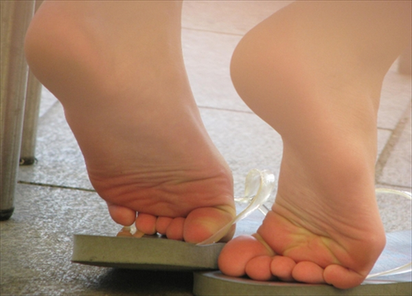 Toe fetish image21