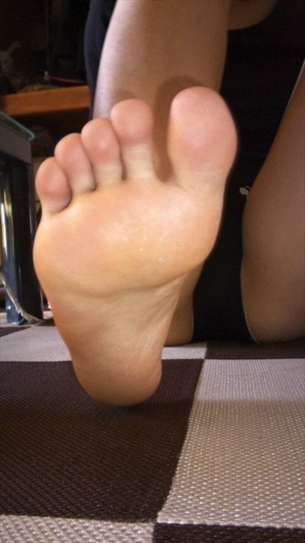 Toe fetish image31