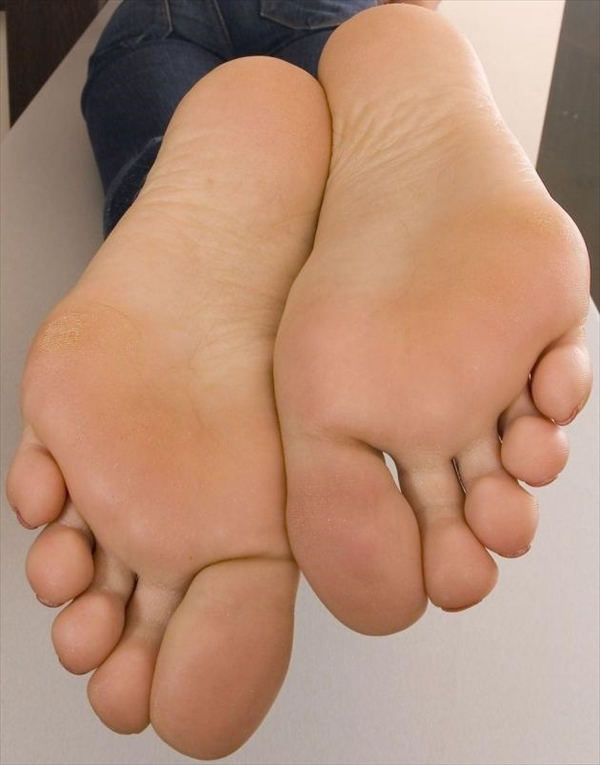 Toe fetish image37