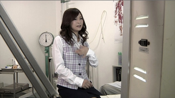 medical checkup voyeur_image3-1