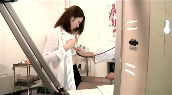 medical checkup voyeur_image11-1