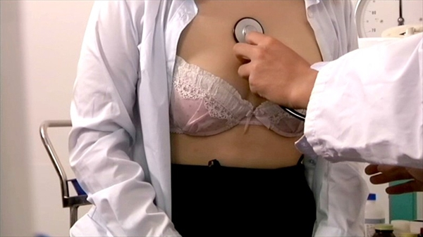 medical checkup voyeur_image13-1