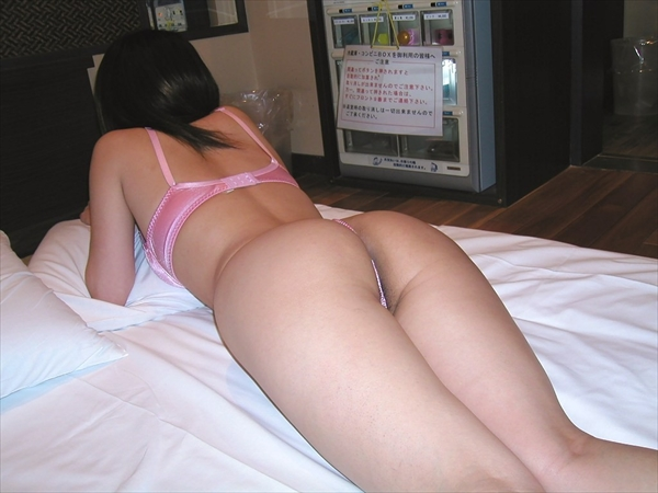 placing face down-buttocks_erotic pictures4