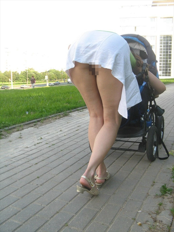 upskirt-wearing no underwear_image21