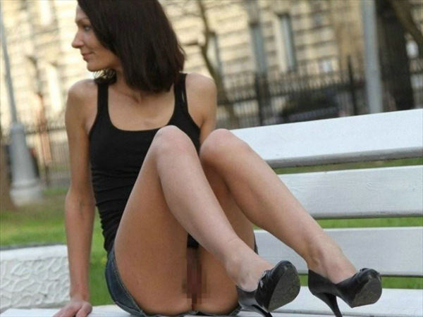 upskirt-wearing no underwear_image38