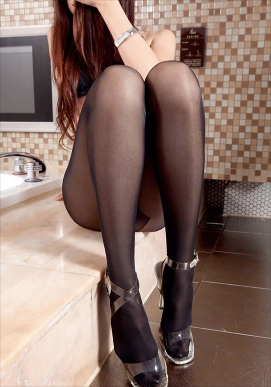 black pantyhose_erotic pictures15