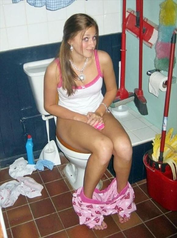 Foreigner toilet erotic pictures18