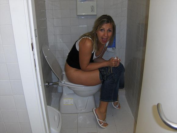 Foreigner toilet erotic pictures40