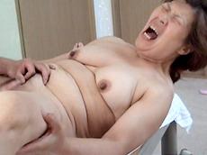 【無修正】【中出し】新潟のザーメンおばさん 十一発目 香織