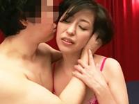 ダイスキ!人妻熟女動画 :夫同伴でネトラレAVしてきた四十路妻、夫は別室のモニターで妻の痴態を見る!