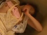 本日の人妻熟女動画:【素人】夫は爆睡中!洗濯機の上で中出しされちゃう人妻♪