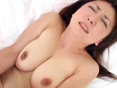 【無修正】紫彩乃 敏感な乳首を痴女責め