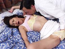 【無修正】台所でチ●コをしゃぶる妻 高知礼子