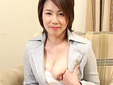 【無修正】新田亜希 快感で母乳溢れる若妻
